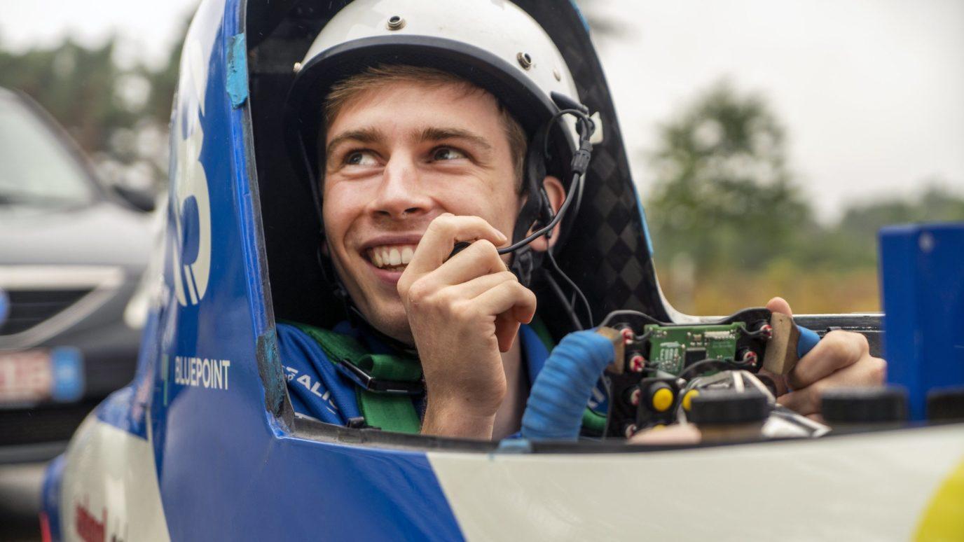 Bridgestone World Solar Challenge Rennfahrer in Auto